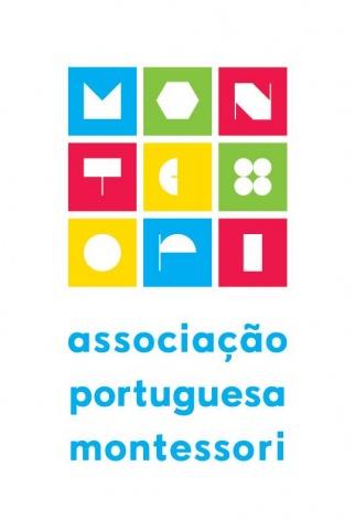 """2 DVDs + 3 Sets Cartões Nomenclatura + Livro """"Educar com o Coração - Pedagogia Montessori em Casa"""" + Inscrição como Sócio da Associação Portuguesa Montessori"""