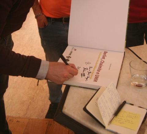 Um livro autografado!