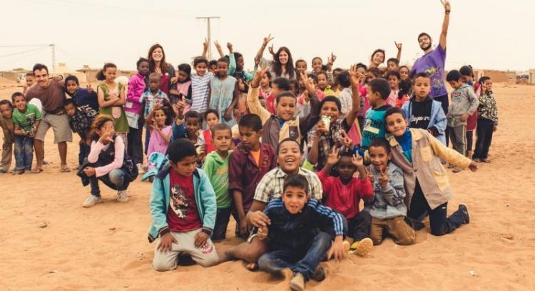 Estudantes Universitários atravessam Marrocos para ajudar quem mais precisa.