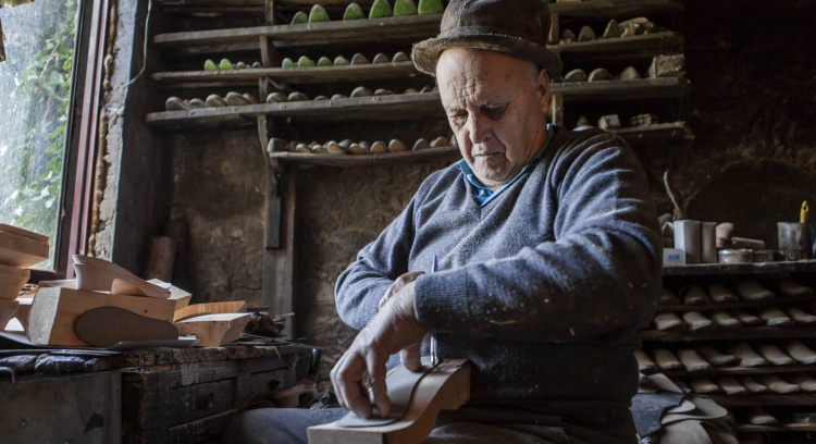 "Book ""The last Craftspeople of the Paiva Valley"""