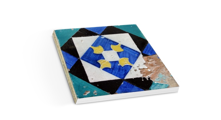 Livro fotográfico sobre os Azulejos Padrão de Lisboa