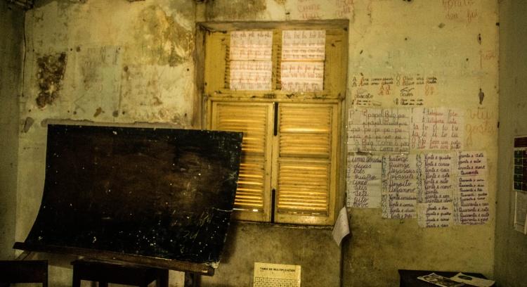 Mobilar uma escola em São Tomé